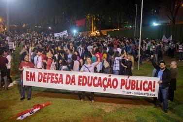 Professores da rede estadual aprovam greve por tempo indeterminado