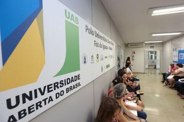 UAB abre inscrições para especialização gratuita em Libras em Foz do Iguaçu