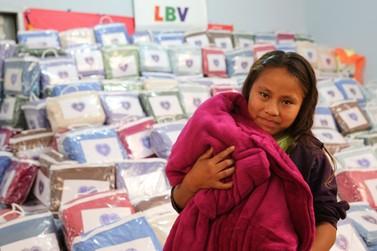 LBV entrega cobertores a famílias em situação de vulnerabilidade social