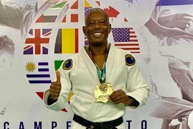Policial federal aposentado conquista o tricampeonato mundial de Jiu-Jitsu