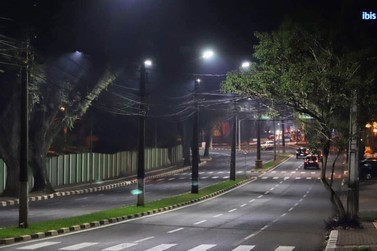 Prefeito suspende os serviços e pagamento da instalação de lâmpadas LED