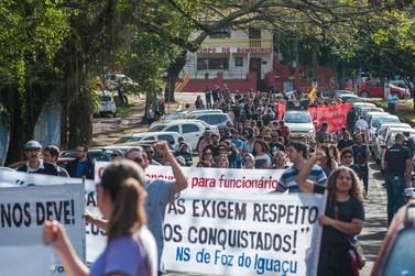 """Servidores repudiam """"proposta"""" de Ratinho Junior para fim da greve"""
