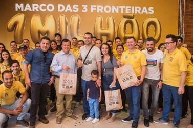 Marco das Três Fronteiras chega a 1 milhão de visitantes com família carioca