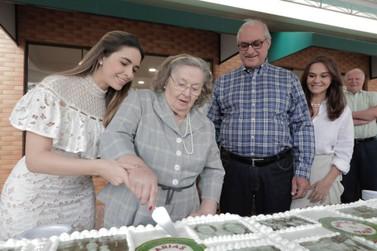 Bolo de 30 metros marca a comemoração dos 30 anos da Confeitaria Marias & Maria