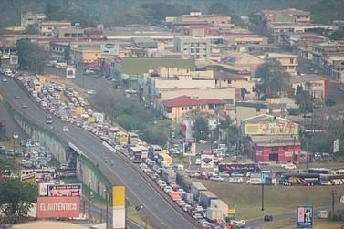 Manifestação em CDE deixa trânsito lento na Ponte Internacional da Amizade