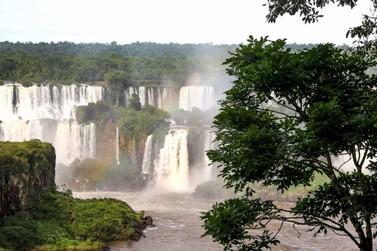 Quase 100% dos turistas aprovam hospitalidade do Paraná; Foz aparece na lista