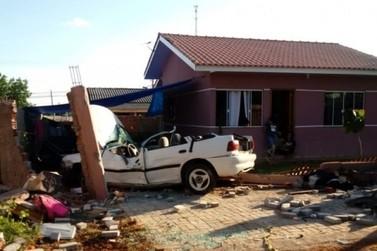 Jovem fica ferido após destruir muro e invadir casa no bairro Cidade Nova
