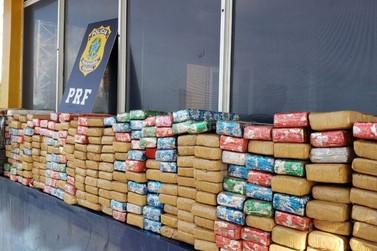 Polícia Rodoviária Federal apreende 238kg de maconha e recupera veículo roubado