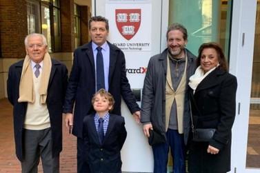 Reitoria do Grupo UDC realiza palestra em Harvard, nos Estados Unidos