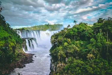 Bolsonaro formaliza intenção de privatizar o Parque Nacional do Iguaçu