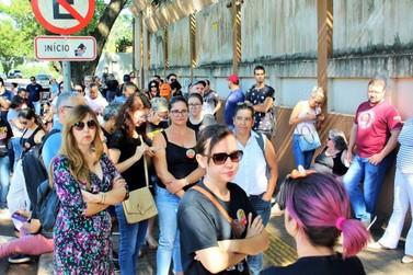 Educadores de Foz do Iguaçu suspendem paralisação e mantêm estado de greve
