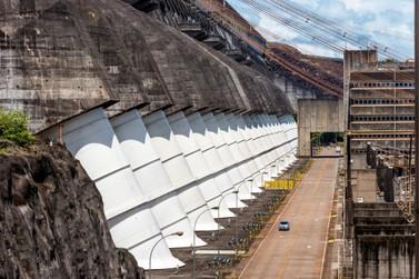 Eletrobras e ANDE definem cronograma de contratação de potência de Itaipu
