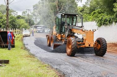 Prefeitura inicia serviços de pavimentação asfáltica na Rua Francisco Fogaça