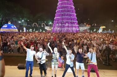 Em Foz do Iguaçu, Show da Virada atrai grande público na Praça da Paz