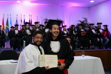 Estudante de Foz do Iguaçu é o graduado de número 1.000 da UNILA