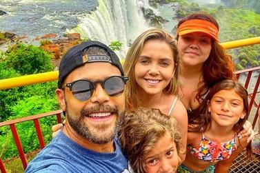 Marcos, da dupla Marcos & Belutti, curte momentos com a família em Foz do Iguaçu