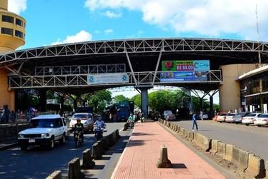 Passeros são presos após furtarem celulares de compristas em Ciudad Del Este