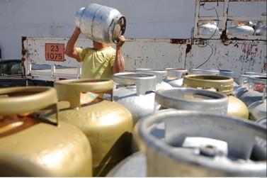 Preço do botijão de gás em Foz do Iguaçu é o mais caro do Paraná, diz ANP
