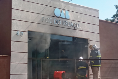 Princípio de incêndio é controlado pelos bombeiros na OAB em Foz do Iguaçu