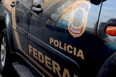 Polícia Federal cumpre mandado de prisão contra mulher suspeita de homicídio