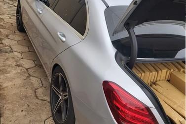 Casal é preso em motel com mais de 500 kg de maconha em Mercedes roubada