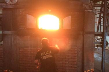 Quase três toneladas de drogas são incineradas pela Polícia Federal