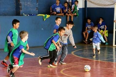 Auxílio eventual de Itaipu dá fôlego a projeto social Um Chute Para o Futuro