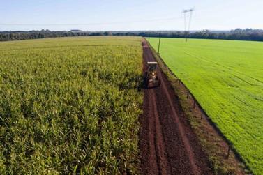 Cascalhamento beneficia produtores rurais de Santa Terezinha de Itaipu