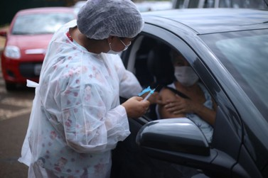 Secretaria de Saúde promove drive thru para vacinação contra a gripe e sarampo