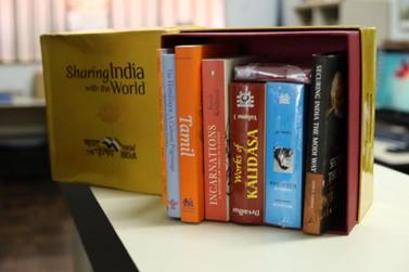 Biblioteca Municipal de Foz recebe doação de livros da Embaixada da Índia