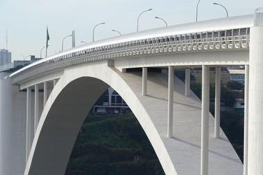 Morador da fronteira pode atravessar a Ponte da Amizade, de acordo com portaria