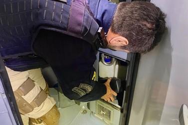 Polícia Rodoviávia Federal apreende maconha escondida em lixeira de ônibus