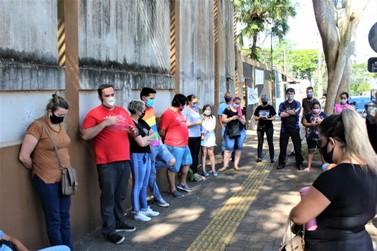 Educadores decidem iniciar vigília em solidariedade a colegas em greve de fome