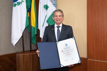 Homem da terra: general Silva e Luna é reconhecido como cidadão honorário