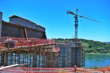 Ponte da Integração Brasil-Paraguai chega a 50% de conclusão até o final do ano