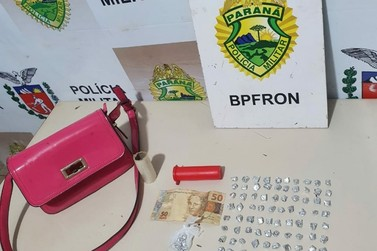 BPFRON aprreende pedras de crack dentro de bolsa durante Operação Hórus