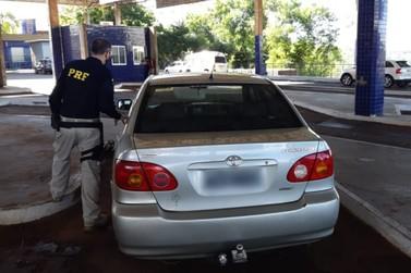 PRF recupera veiculo roubado quando motorista tentava entrar no Paraguai