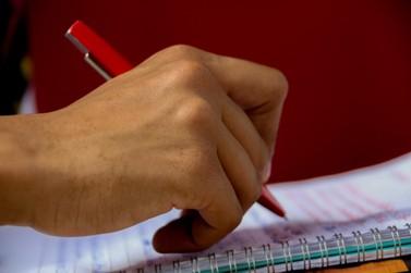 Comunidade escolar lança abaixo-assinado contra fechamento de unidades do CEEBJA