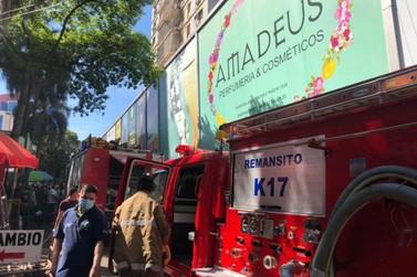 Incêndio em galeria comercial assusta trabalhadores em Ciudad del Este