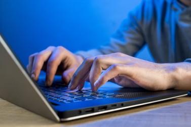 Polícia Federal prende três pessoas em flagrante por crime virtual em Foz