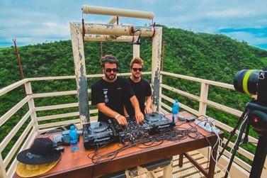 DJs da dupla Dubdogz gravam show nas Cataratas do Iguaçu nesta quinta-feira
