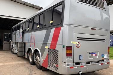 Fundo falso é encontrado em ônibus apreendido pela Receita Federal e PRF