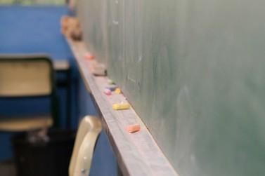 Mais quatro colégios estaduais registram casos de Covid-19 em educadores