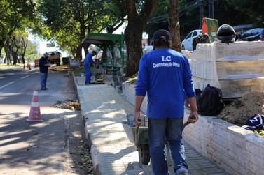 Prefeitura de Foz do Iguaçu revitaliza calçadas públicas na Avenida Paraná