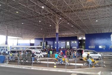 Turistas brasileiros são assaltados ao atravessarem a fronteira em van paraguaia