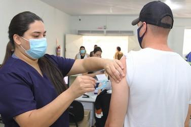 Foz do Iguaçu amplia vacinação contra covid para pessoas a partir de 53 anos