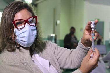 Foz do Iguaçu inicia vacinação de pessoas a partir de 55 anos nesta sexta-feira