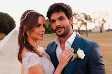 Ex-BBB Lucas Fernandes se casa com Ana Lúcia ao pôr do sol no Wish Resort