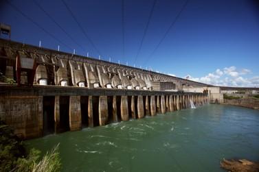Itaipu chegou a ter oito das 20 turbinas paralisadas por conta da seca