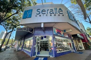 Loja de calçados coloca 50 mil pares em promoção com preços a partir de R$ 5,90